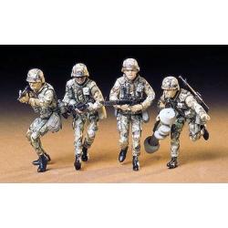 1/35 Американские современные пехотинцы с М16А1, М203, М47 и М60 в атаке (4 фигуры) WWII
