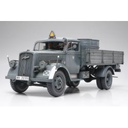 1/35 Немецкий 3-х тонный грузовик (Opel Blitz), 2 фигуры, (4 варианта декалей), бочки и канистры WWII