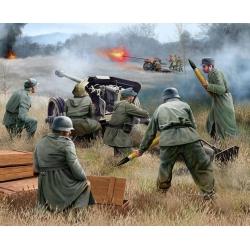 WW II  German 7,5 cm PaK40 & soldiers (02531)