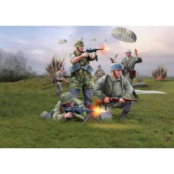 WW II Немецкие парашютисты (02532)