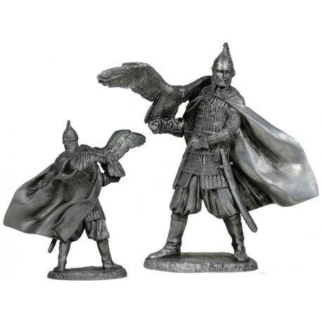 Княжеский дружинник с ловчей птицей. Русь, 10 век (EK-75-08)