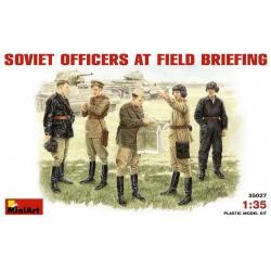 1/35 SOVIET OFFICERS AT FIELD BRIEFING 35001 (35027)