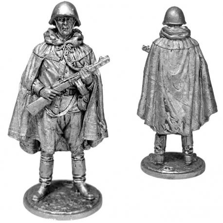 Machine gunner in a helmet and a raincoat, 1943-45 USSR (WW2-61)