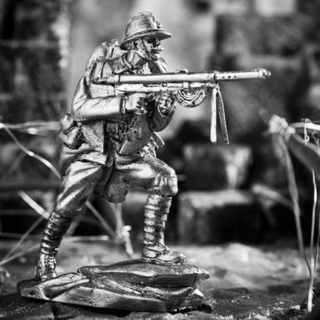 French soldier with a Shosh machine gun, 1915 (796)