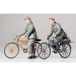 1/35 Немецкие солдаты с велосипедами, две фигуры WWII