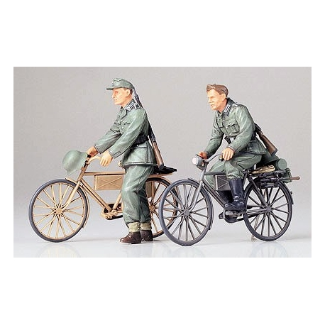1/35 German Soldiers with Bicycles WWII