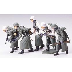 1/35 Набор немецких солдат в зимнем обмундировании. Пять фигур WWII