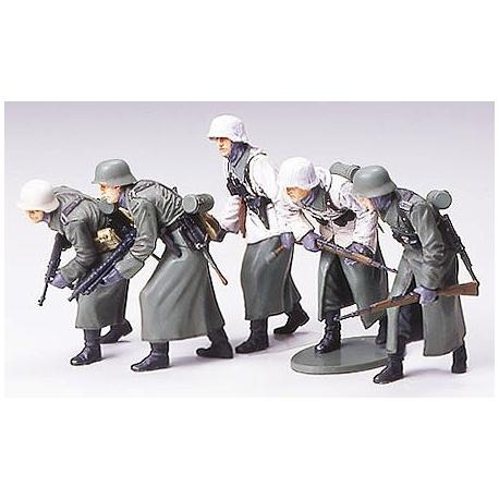 1/35 German Assault Infantry - w/Winter Gear WWII