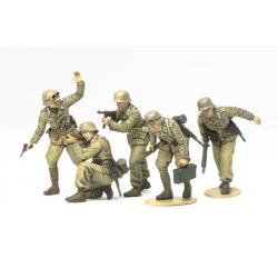 1/35 Немецкие пехотинцы в атаке, африканский корпус (5 фигур) WWII