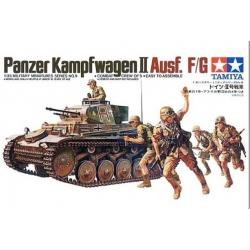 1/35 Немецкий танк Pzkpw II Ausf.F/G с 20мм пушкой KWK38, 7,92мм пул-ом MG34 и 5 фигурами WWII