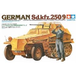 1/35 Немецкий полугусеничный легкий БТР разведки Sd.kfz.250/9 с 20-мм пушкой и 1 фигурой WWII